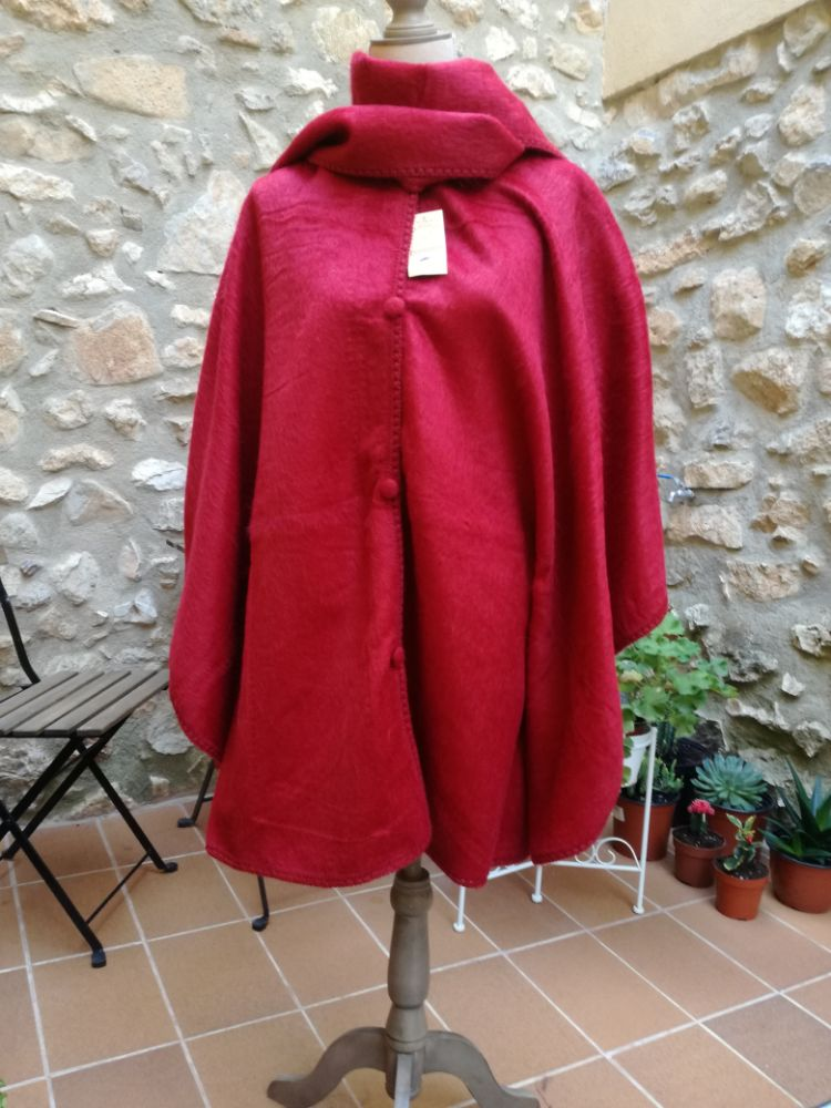 Alpaca cape rode